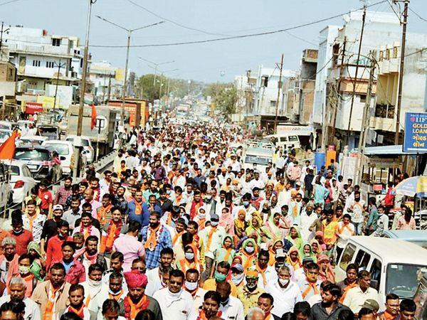 પંચમહાલ જિલ્લાના શહેરામાં ભાજપની રેલીમાં ઉમટેલી ભીડ - Divya Bhaskar