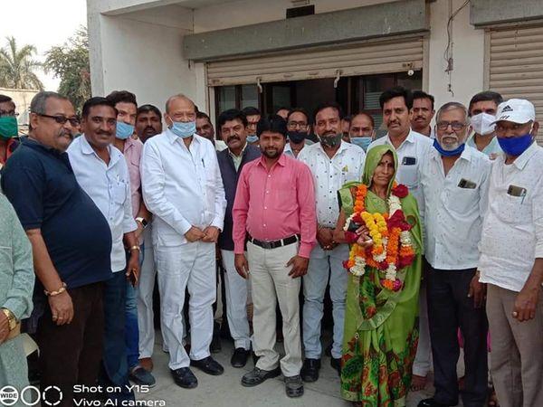 હાલોલ તાલુકા પંચાયતની કણજરીની બેઠક બિન હરીફ જાહેર થતા ભાજપમાં ખુશી ફેલાઈ - Divya Bhaskar