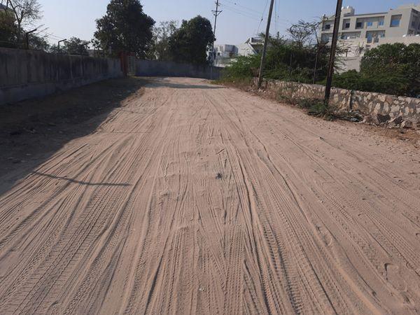 જોખમનગરમાં બિસ્માર રસ્તાના અભાવે ભારે મુશ્કેલીજોખમનગરમાં બિસ્માર રસ્તાના અભાવે ભારે મુશ્કેલી - Divya Bhaskar