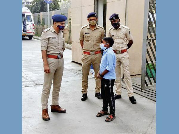 મુખ્યમંત્રીના સમાચાર સાંભળી 18 વર્ષીય કિશોર હોસ્પિટલ પહોંચ્યો. - Divya Bhaskar