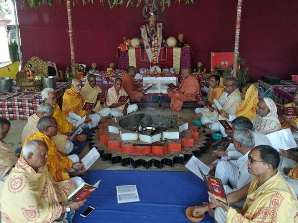 ગુરૂકુળમાં ત્રણ દિવસનો કાર્યક્રમ યોજવામાં આવ્યો હતો. - Divya Bhaskar