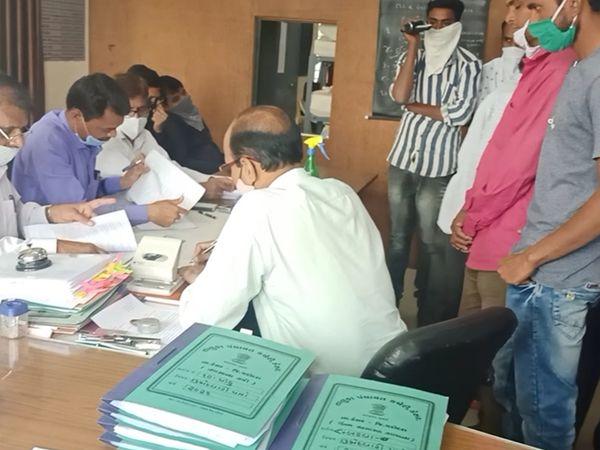 સોગંદનામું રજૂ થતા સેવાસદને સુનાવણી રાખવામાં આવી હતી. - Divya Bhaskar