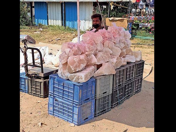 સિંધથી આવેલા સિંધવ મીઠાંના ટુકડા - Divya Bhaskar