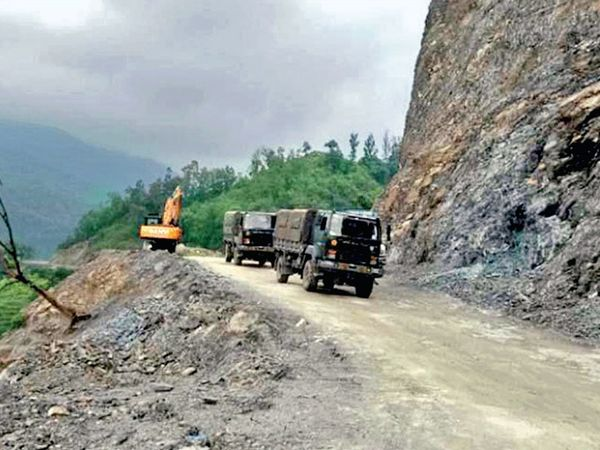 ઉત્તરાખંડમાં પહાડો કાપીને કાટમાળ નદીકિનારે ફેંકી દેવાય છે. - Divya Bhaskar