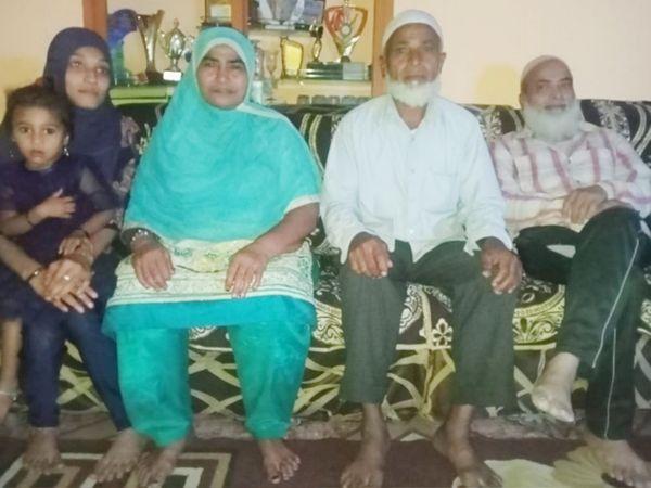 ભરૂચ તાલુકાના સરનારના લુકમાન મેરીવાલાની દિલ્હી કેપિટલે 20 લાખમાં ખરીદી કરતા પરિવારમાં ખુશીનો માહોલ છવાયો હતો. - Divya Bhaskar