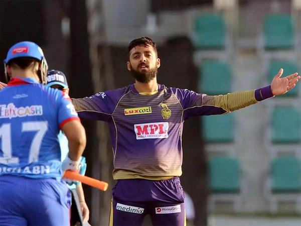 IPLમાં ઋષભ પંતને આઉટ કર્યા પછી ઉજવણી કરતો વરુણ ચક્રવર્તી. - Divya Bhaskar