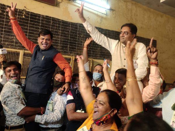 વડોદરામાં ભાજપના ઉમેદવારોએ જીતની ઉજવણી કરી હતી - Divya Bhaskar