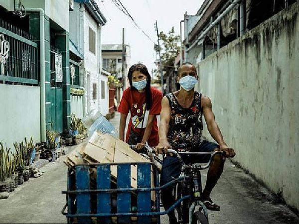પ્લાસ્ટિકનો કચરો વીણીને વેચે છે