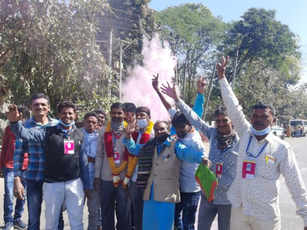 મહીસાગરમાં કોંગ્રેસના ઉમેદવારે જીતની ઉજવણી કરી હતી - Divya Bhaskar