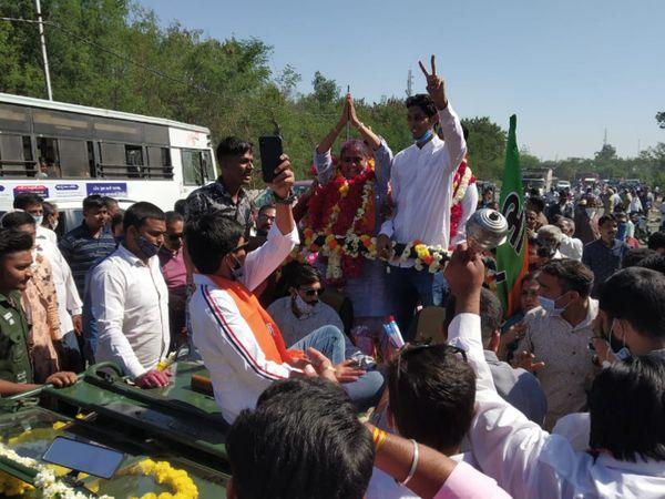 પંચમહાલ જિલ્લા પંચાયતની અંબાલી બેઠકના ભાજપના ઉમેદવારનું વિજય સરઘસ નીકળ્યું - Divya Bhaskar