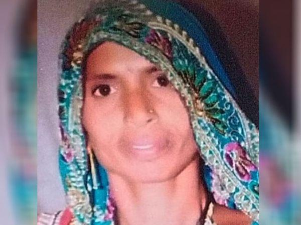 લીલા બહેને સાંણદ તાલુકા પંચાયતની પીપળ સીટ પરઅપક્ષમાંથી ઉમેદવારી નોંધાવી હતી - Divya Bhaskar