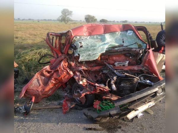 અકસ્માત એટલો ગંભીર હતો કે કારનો કચ્ચરઘાણ થઈ ગયો હતો. અકસ્માતમાં કારની આગળની સીટ પાછળની સીટ સાથે ભેગી થઈ ગઈ હતી. - Divya Bhaskar