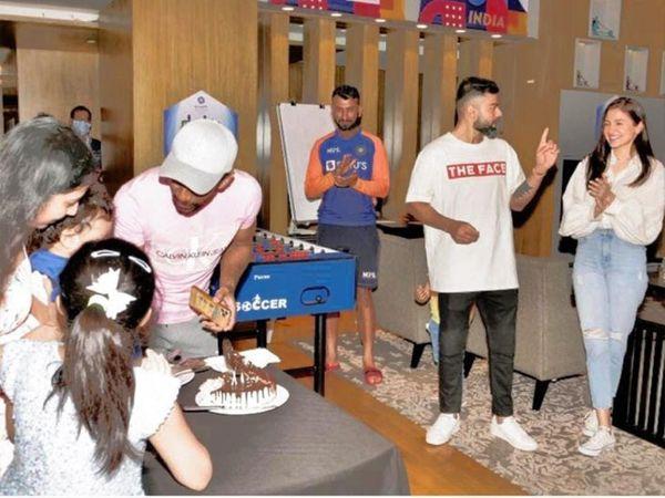 રિદ્ધિમાન સાહાના પુત્રનો જન્મદિવસ ઉજવી રહેલા ક્રિકેટરો