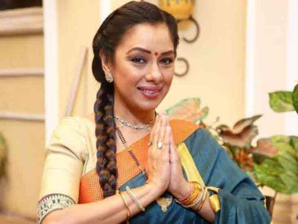 રૂપાલીએ ચાર વર્ષની ઉંમરથી એક્ટિંગ કરિયરની શરૂઆત કરી હતી - Divya Bhaskar