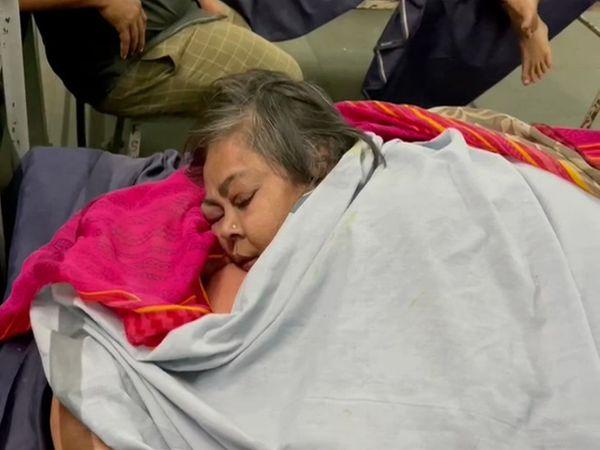 સરલાબેનને સારવાર માટે રાજકોટની સિવિલ હોસ્પિટલમાં ખસેડાયા.