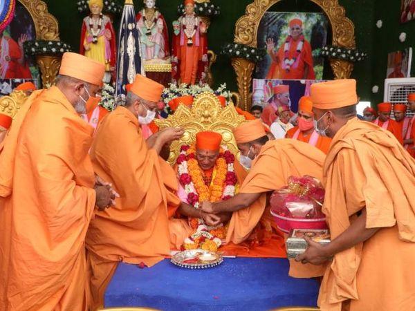 પુરુષોત્તમપ્રિયદાસજી સ્વામીજી મહારાજ સ્મૃતિસુમન ગ્રંથનું લોકાર્પણ પણ કરાયું હતું