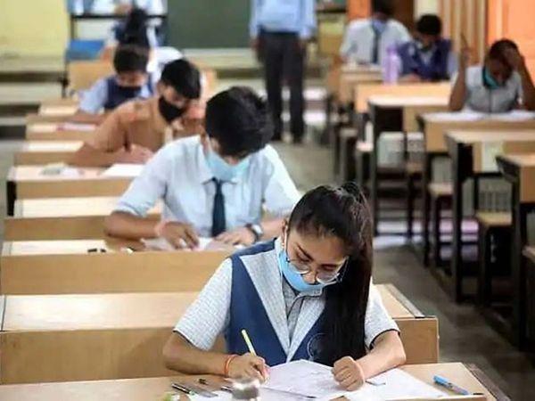 પરીક્ષા આપતા વિદ્યાર્થીઓની ફાઈલ તસવીર. - Divya Bhaskar