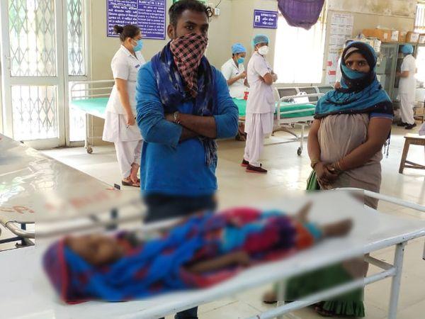 બાળકને ઉલટીઓ થયા બાદ હોસ્પિટલ લઈ જવાતા ફરજ પરના તબીબે મૃત જાહેર કર્યો. - Divya Bhaskar