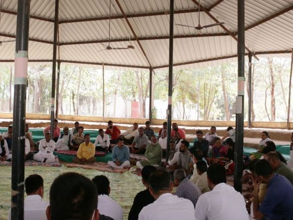 કિસાન સંઘર્ષ મંચની કોંગ્રેસ નેતા લાલજી દેસાઈએ ટ્વીટ કરેલી તસવીર - Divya Bhaskar