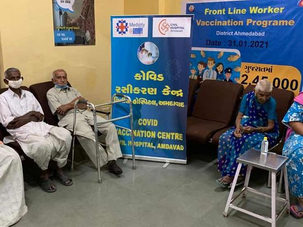 સિવિલ હોસ્પિટલમાં રસીકરણની વિશેષ વ્યવસ્થાથી વડીલો પ્રભાવિત થયા