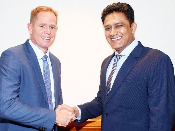 ICC ક્રિકેટ કમિટીના સભ્યમાં અનિલ કુંબલે (જમણી બાજુ) અને શોન પોલક (ડાબી બાજુ) ઉપરાંત રાહુલ દ્રવિડ, એન્ડ્રુ સ્ટ્રોસ, માહેલા જયવર્ધનનો સમાવેશ થાય છે. - Divya Bhaskar