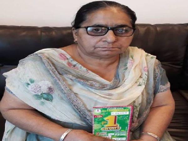 રાજ્યની લોટરી વિભાગના અધિકારીઓએ આશારાનીને 1 કરોડનું ઇનામ જીતવાની જાણ કરતાં જ તેઓ હરખાઈ ગયા હતા. - Divya Bhaskar