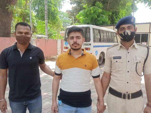 મોડાસાથી અમદાવાદ સાયબર ક્રાઈમ પોલીસે MBBS સ્ટુડન્ટને પકડી લાવી - Divya Bhaskar