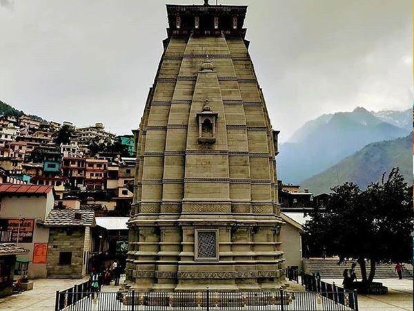 આ મંદિરમાં મૂર્તિ લગભગ 10 ઈંચની છે અને ભગવાન નૃસિંહ કમળ ઉપર વિરાજિત છે