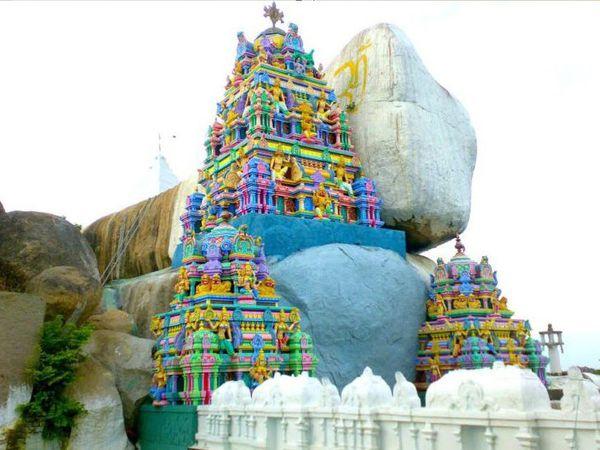 પાંડવો સાથે જોડાયેલી માન્યતા છે કે તેમણે સ્વર્ગરોહિણી યાત્રા દરમિયાન આ મંદિરના મૂળ રાખ્યા હતાં