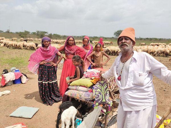 सिम्बायोसिस ने 2500 परिवारों का पता लगाया है जो बकरी पालन में शामिल हैं।