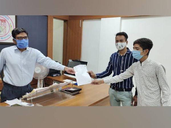 NSUI દ્વારા ગુજરાત યુનિવર્સિટીના રજિસ્ટ્રારને આવેદન પત્ર આપવામાં આવ્યું