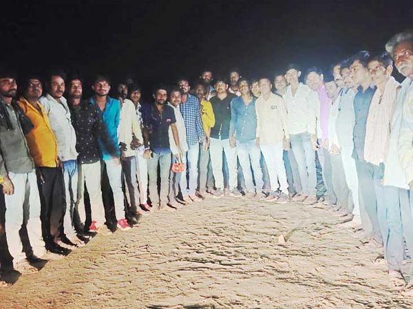 રાધનપુરમાં નિરાશ્રિત ઠાકોર સમાજના  યુવાનોની સમાજને વિકાસલક્ષી બનાવવા હાકલ. - Divya Bhaskar