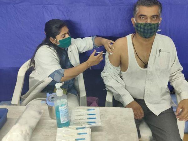 રાજકોટમાં આજે બપોર સુધીમાં 5323 લોકોએ રસી લીધી.