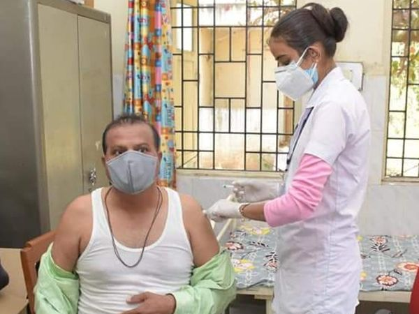 વડોદરા જિલ્લામાં અત્યાર સુધી કુલ 1,03,350 નાગરિકોને કોરોનાની રસી આપવામાં આવી છે - Divya Bhaskar