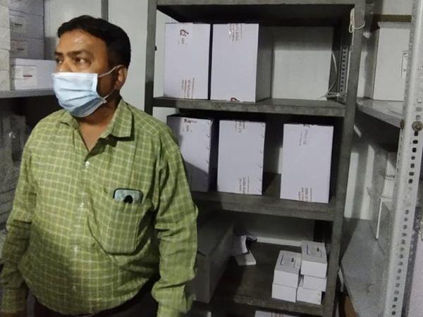 પ્રાદેશિક રસી ભંડારમાં બે વિશાળ શિતાગારમાં રસીઓને જરૂરી તાપમાને સાચવવાની વ્યવસ્થા છે - Divya Bhaskar