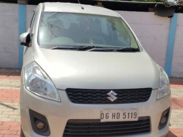 પોલીસકર્મીની કાર પોલીસે જપ્ત કરી છે - Divya Bhaskar