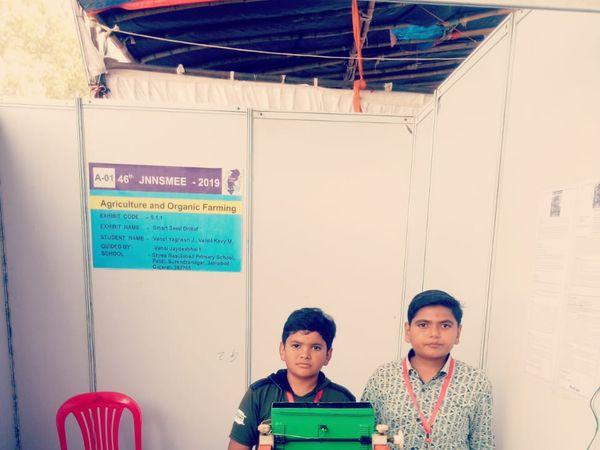 પાટડીના બે વિદ્યાર્થીઓએ સ્માર્ટ સીડ ડ્રીલ બનાવી કૃષિ ક્ષેત્રે ક્રાંતિ સર્જી - Divya Bhaskar