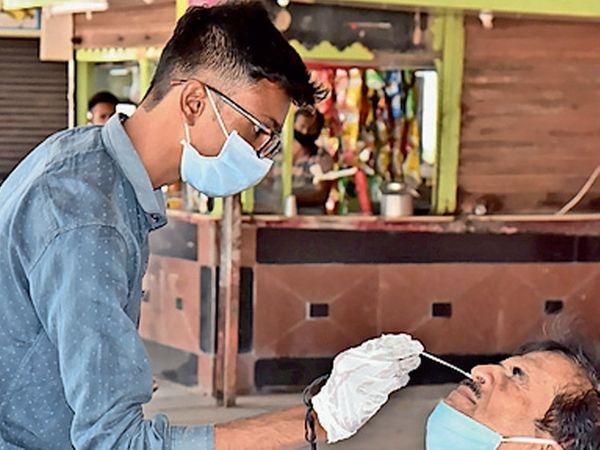 જામનગર રેલવે સ્ટેશન અને મહાપાલિકામાં કોરોના સંંબંધિત તકેદારી રખાય છે