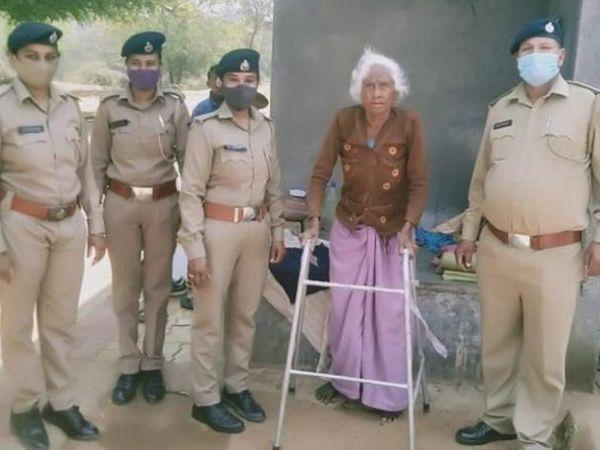 શી ટીમે 105 વર્ષના વૃદ્ધ મહિલાની મદદ કરી - Divya Bhaskar