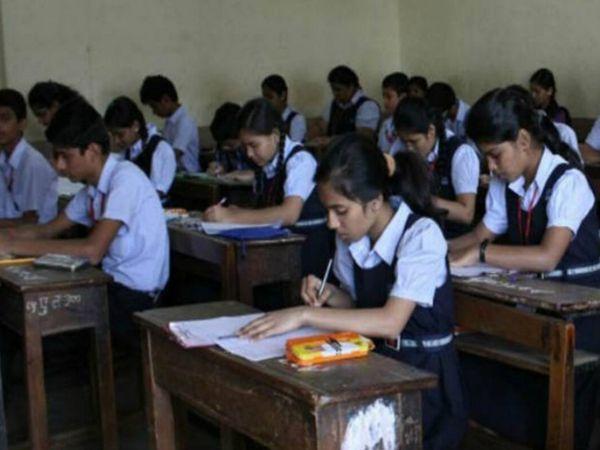 કોરોનાના કેસો વધતાં ફરીવાર સ્કૂલો બંધ કરવી પડી છે ( ફાઈલ ફોટો) - Divya Bhaskar