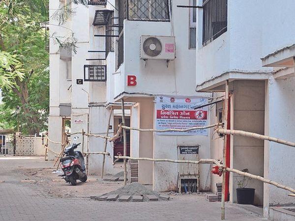 અઠવાના નંદિગ્રામમાં 18 કેસ આવતા બાંબુથી બંધ કરાઇ - Divya Bhaskar