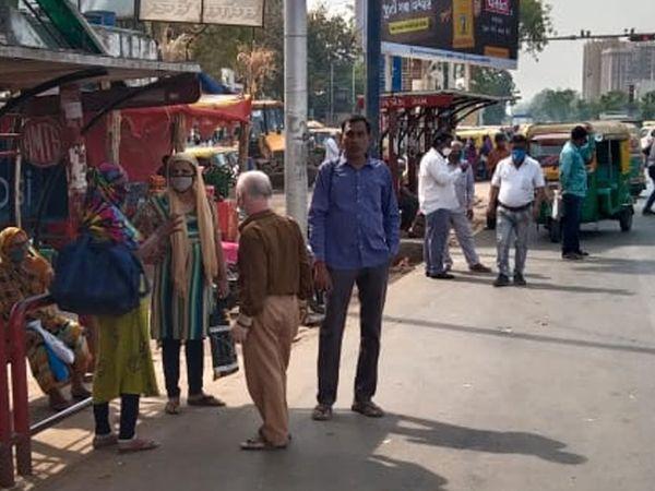 AMTS -BRTS બંધ હોવાના કારણે રિક્ષા ચાલકો વધારે ભાડું વસૂલી રહ્યા છે