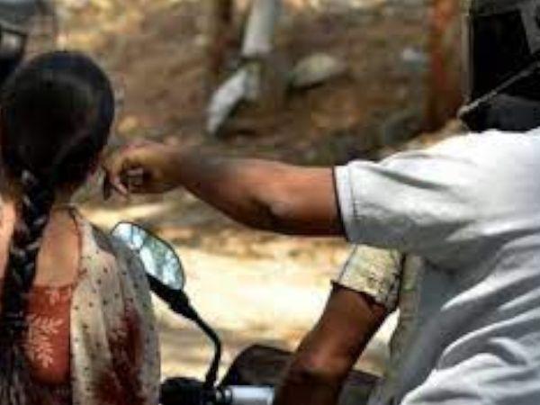 બાઈક પર આવેલા લૂંટારૂ લૂંટ ચલાવી ફરાર થઈ ગયા હતા.(ફાઈલ તસવીર) - Divya Bhaskar