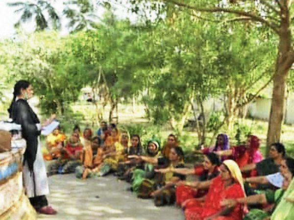 આરોહણ પ્રોજેક્ટના બીજા તબક્કામાં લોકોને માર્ગદર્શન - Divya Bhaskar