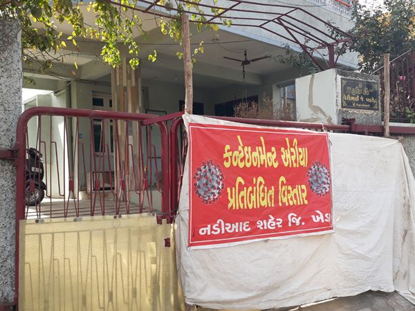 નડિયાદમાં કોરોના કેસ વધવા સાથે કન્ટેમેન્ટ ઝોન વધારવામાં આવ્યાં છે. - Divya Bhaskar