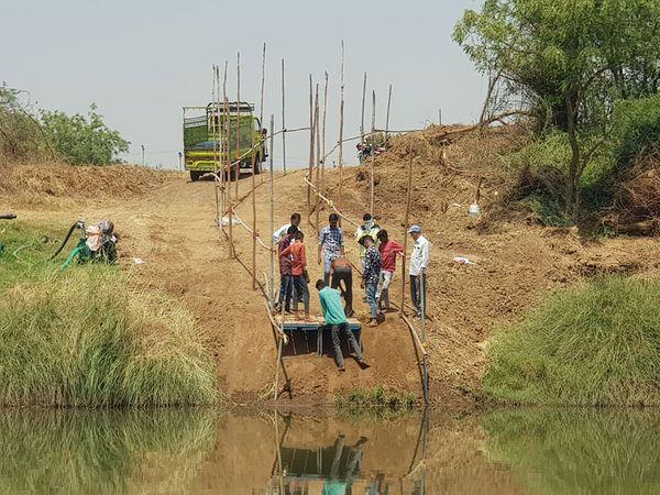 દાંડી યાત્રા માર્ગનો ઓલપાડ તાલુકાના ઉમરાછી ગામથી સુરત જિલ્લામાં પ્રવેશ કરાવવા કિમ નદી પર થઈ રહેલી તૈયારીઓ. - Divya Bhaskar