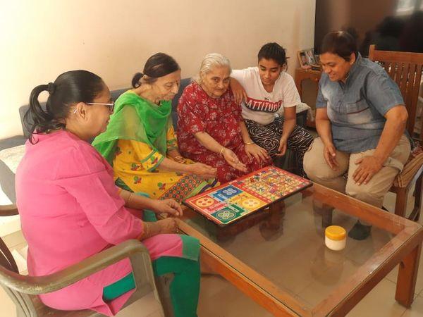 દિપ્તીબેન અને તેમનો પરિવાર - Divya Bhaskar