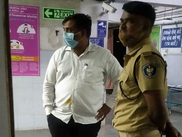 પોલીસે અતુલ વેકરિયાનું સિવિલ હોસ્પિટલમાં મેડિકલ પરિક્ષણ કરાવ્યું હતું. - Divya Bhaskar