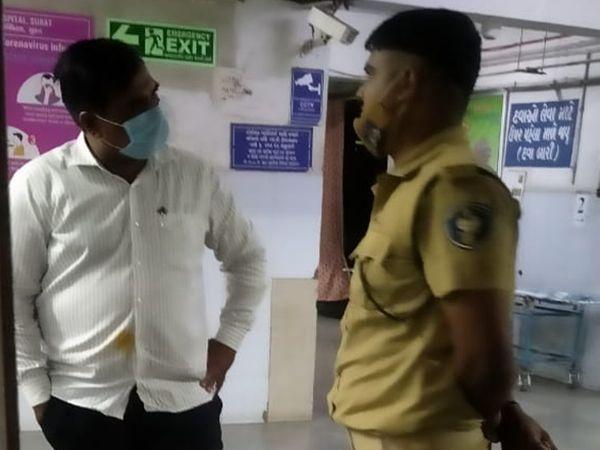 અતુલ વેકરિયાને 9 કલાક બાદ મેડિકલ પરિક્ષણ માટે લઈ જવામાં આવ્યો હતો. - Divya Bhaskar