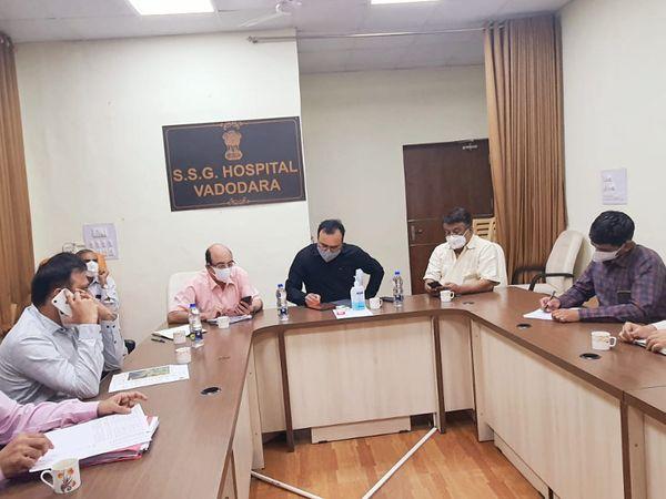 ડો.વિનોદ રાવે સયાજી હોસ્પિટલની મુલાકાત લઈને કોરોના સારવાર ની પરિસ્થિતિની સમીક્ષા કરી હતી